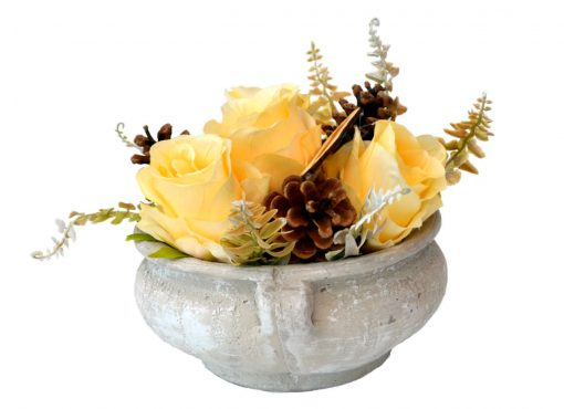Aranžmán Spomíname 4 ruže a šišky Ø25cm 0,7kg žltý