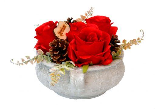 Aranžmán Spomíname 4 ruže a šišky Ø25cm 0,7kg červený